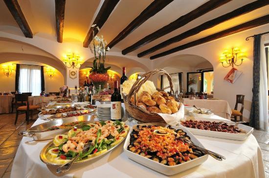 Il Ristorante Arbatasar, a tavola la perfetta unione di tradizione e innovazione tra le braccia del Borgo Marinaro