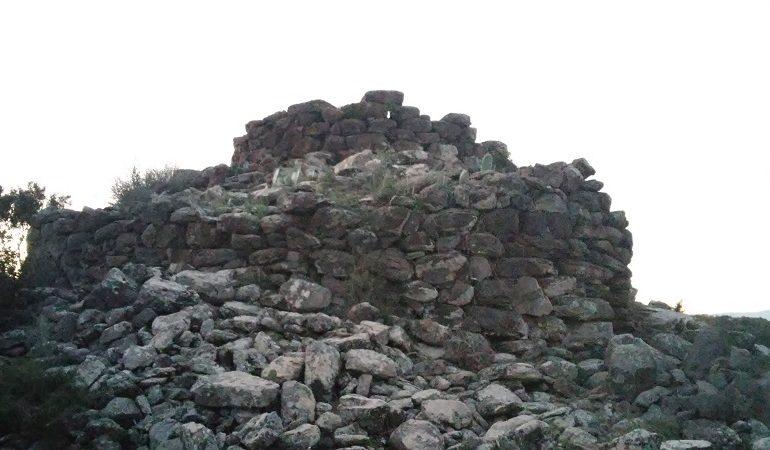 Il nuraghe Sellersu di Bari Sardo, una sentinella di guardia alla Baia di Cea