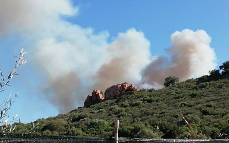 Ancora fiamme in Ogliastra. Un altro terribile incendio tra Tortolì e Bari Sardo