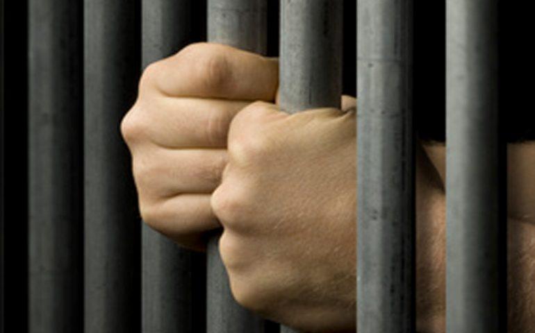 Carceri sarde, perquisizioni a Nuoro e Oristano: rinvenuti diversi telefoni cellulari