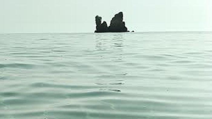 Le foto dei lettori. Acqua azzurra, acqua chiara: la bellezza dei Faraglioni di Cea