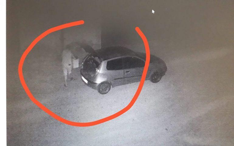 Incivili in azione a Bari Sardo, il primo cittadino pubblica una foto: «In sardo si dice Alligargiu/Caddozzu»