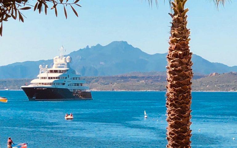 Re Abdullah di Giordania in Ogliastra: il suo super yacht di 82 metri di lunghezza a San Gemiliano