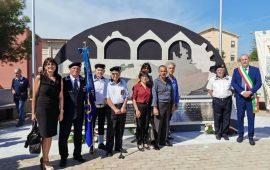 Gli Amministratori di Tortolì a La Maddalena in memoria di Serafino Sirigu, caduto nel '43