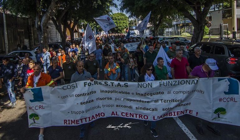 Forestas. Ieri a Cagliari sit-in dei lavoratori: proteste per rivendicare i propri diritti