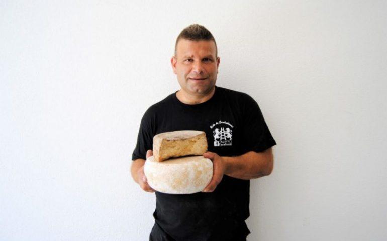 Coldiretti Nuoro Ogliastra: premio per il formaggio tradizionale axiridda di Rino Farci