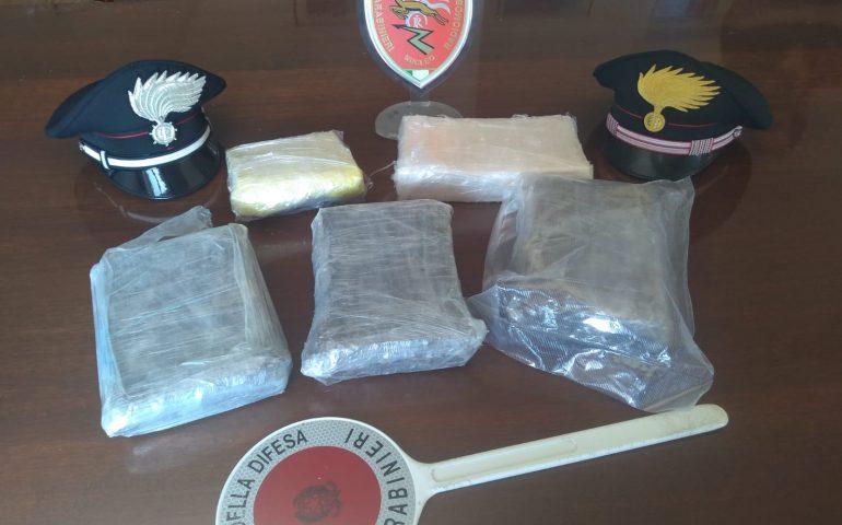 Cinque chili di cocaina nascosti nella portiera dell'auto: arrestato pizzaiolo 37enne di Serramanna