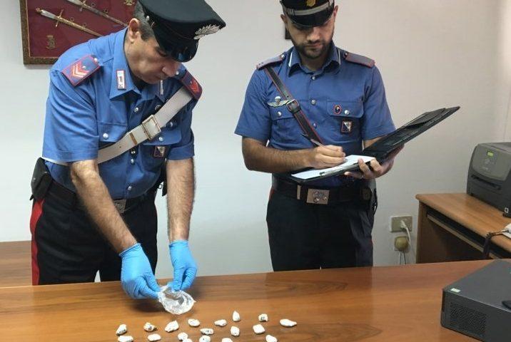 Gairo: trovata in una via del paese una busta abbandonata con 30 dosi di marijuana