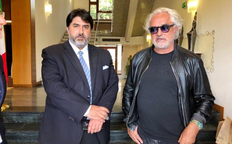 Briatore a Villa Devoto. Solinas: «Idee chiare sulla Sardegna, ci può dare una mano»