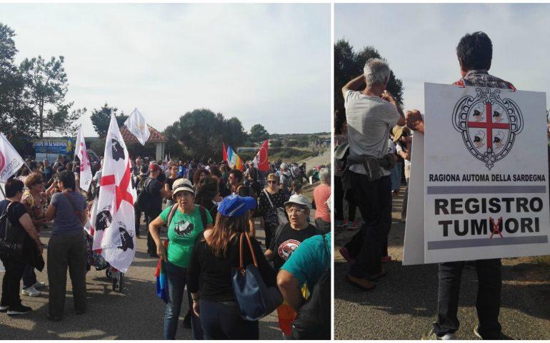 Capo Frasca, le prime immagini della manifestazione, tanta gente, ma non tantissima