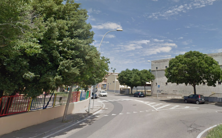 Iglesias: tragico incidente di fronte a una scuola. Muore la nonna, nipotina in ospedale