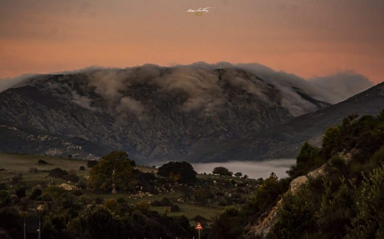 Le foto dei lettori. Una meravigliosa alba sul Gennargentu nello scatto di Cristian Mascia