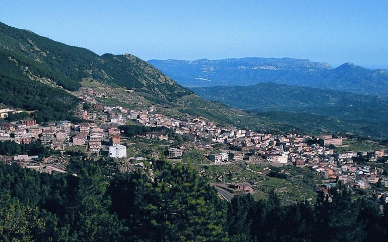 Panorama del paese di Arzana.