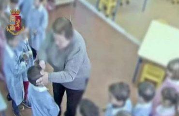 Schiaffi, offese e urla ai bimbi di un asilo nido: maestra sospesa. «Fai schifo, sei un terrone, piangi» diceva loro