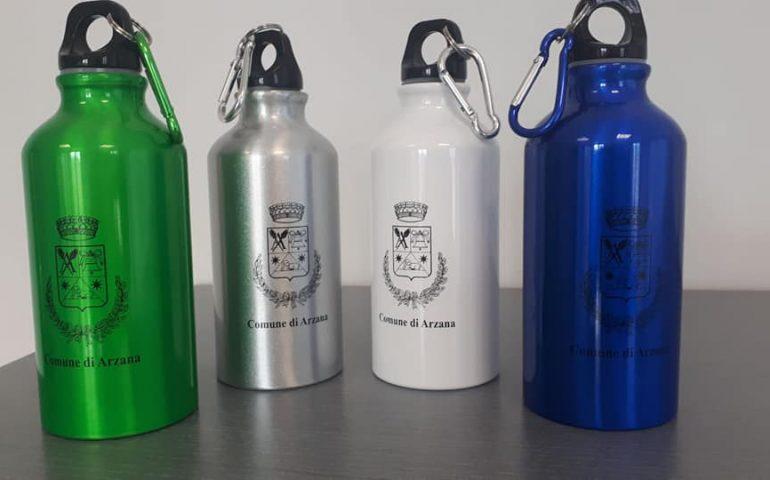 Arzana plastic free: una borraccia in alluminio a ogni bambino per sostituire le bottiglie di plastica