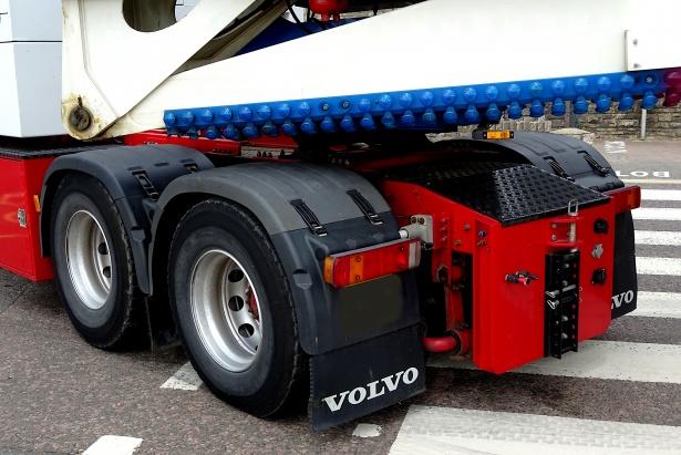 """Polizia stradale, al via la Campagna europea """"Truck & Bus"""": controlli intensificati camion e autobus"""