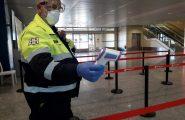 (VIDEO) Coronavirus. Elmas, controlli rigidi agli arrivi all'Aeroporto: tre termoscanner manuali e uno su drone
