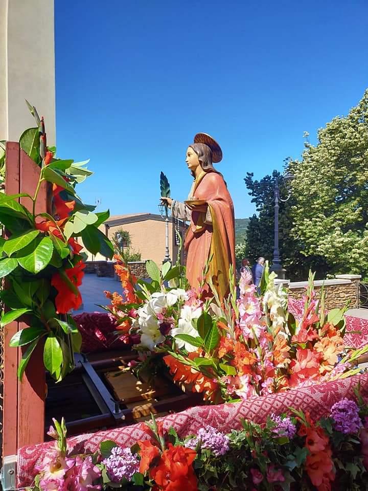 Seui, la statua di Santa Lucia in paese.