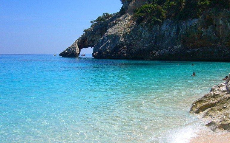 """Sardegna regina della Guida """"Il mare più bello"""" di Legambiente: 6 località isolane ottengono le """"5 Vele"""""""