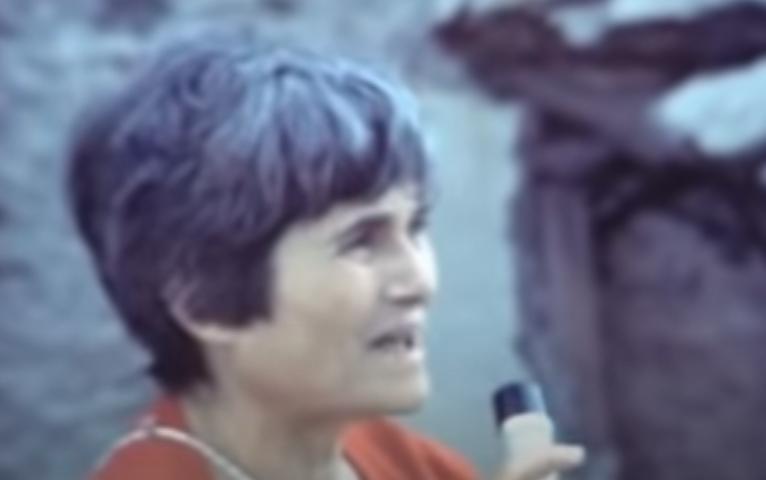 """Accadde oggi. L'8 settembre 1981 la performance di Maria Lai """"Legarsi alla montagna"""": il VIDEO di Tonino Casula"""