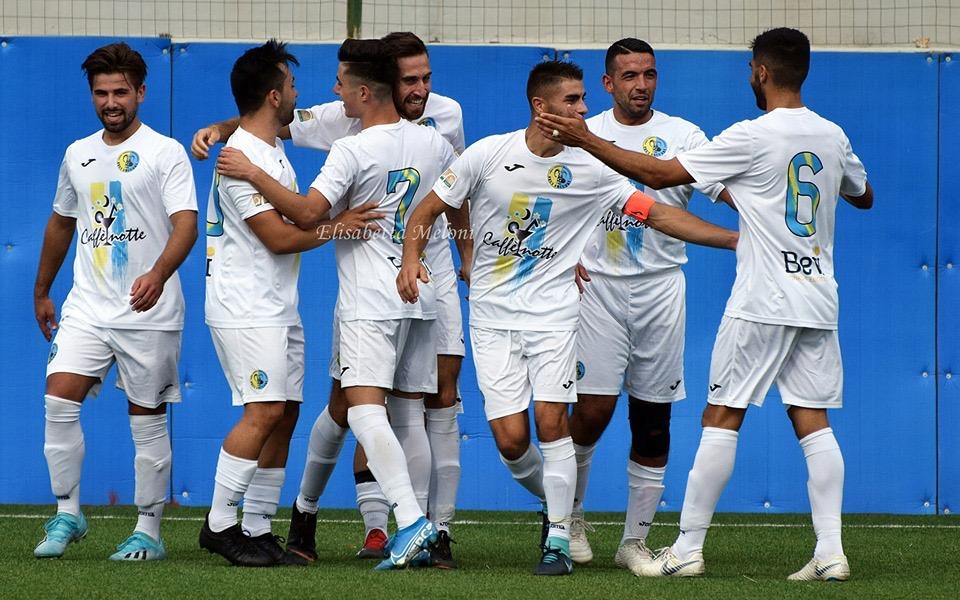 Seui Arcuerì: giocatori festeggiano un goal nella scorsa stagione.