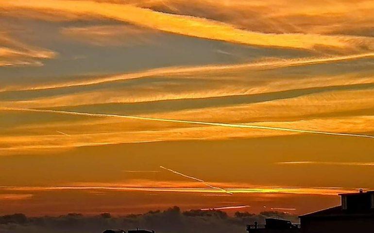 Le foto dei lettori. Un cielo come un dipinto nello scatto di Donatella Loddo