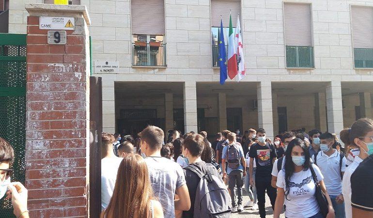 Scuola, anche in Sardegna si torna in classe: 100% alle medie e dal 50 al 75% alle superiori