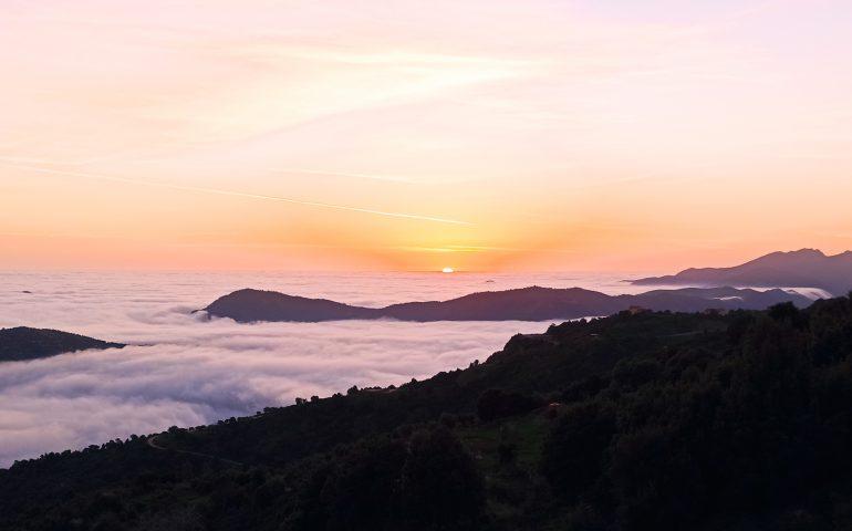 La foto del giorno: l'Ogliastra si sveglia oggi avvolta dalle nuvole