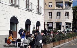 L'indiscrezione: a metà maggio riaprono ristoranti, teatri e palestre