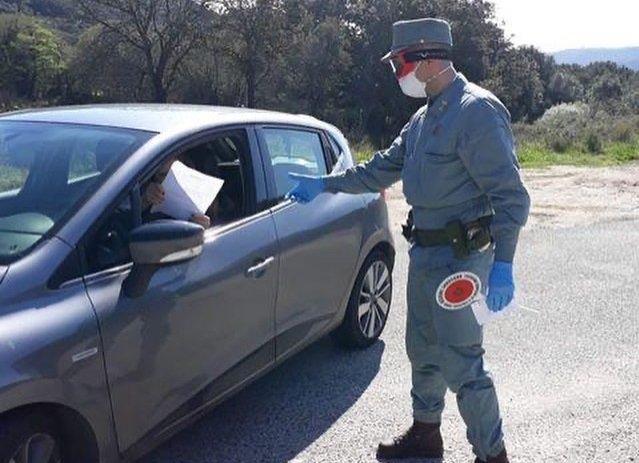 Sardegna, raduno di negazionisti: 60 persone multate