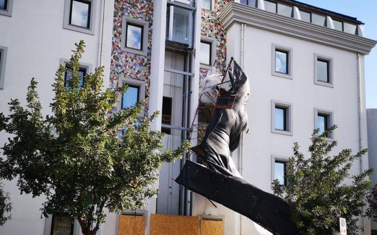 Tortolì, il forte vento fa cadere ponteggio dalla facciata dell'Hotel Orrì