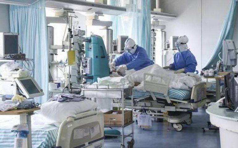 Covid, Sardegna: oggi 369 contagi e 4 nuove vittime del virus. Ricoveri in aumento