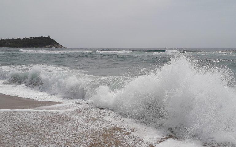 Le foto dei lettori. Il fascino del mare agitato nello scatto di Jenny Casari