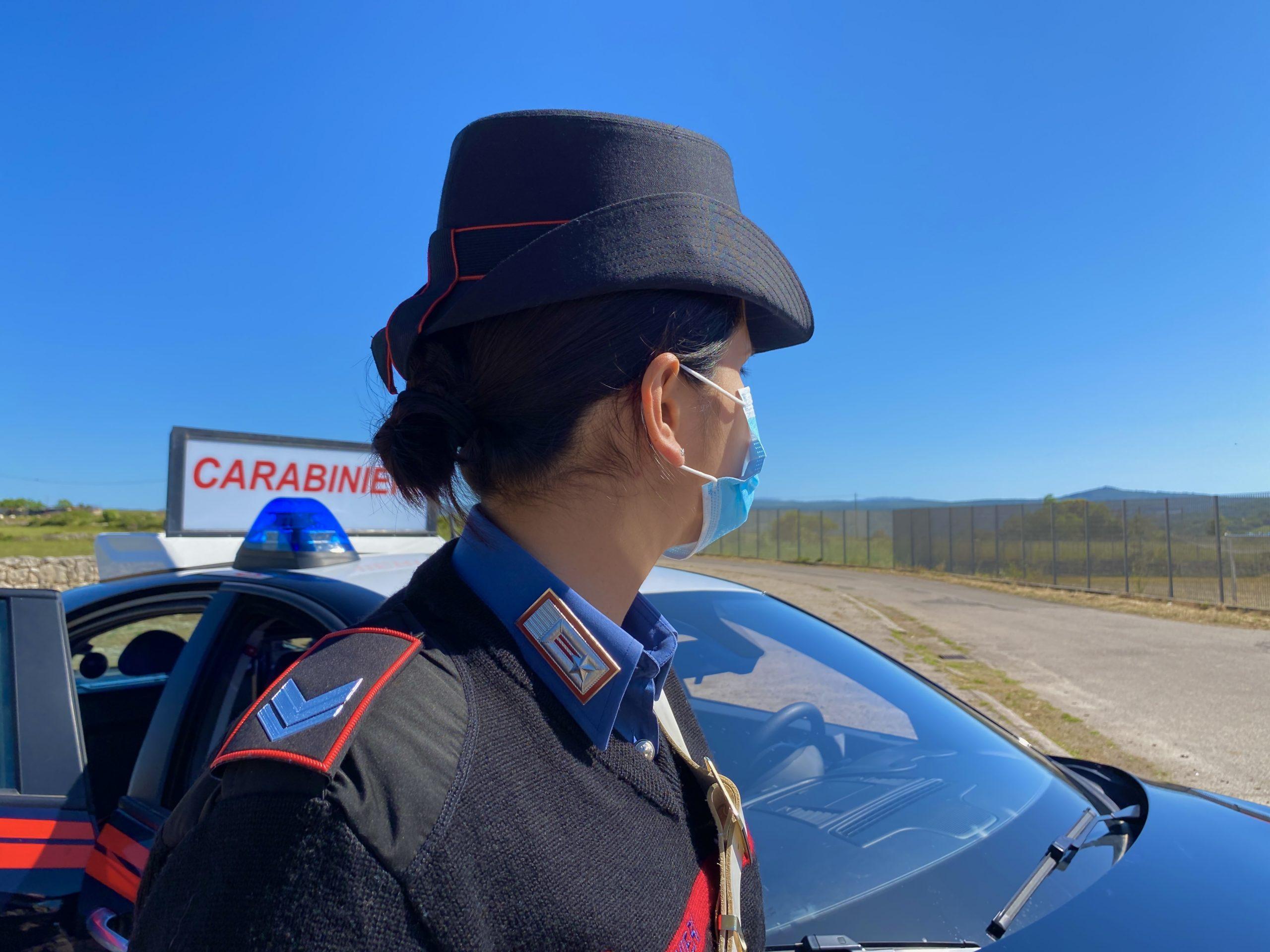 Ogliastra, trovato con un manganello occultato in auto: denunciato un 46enne