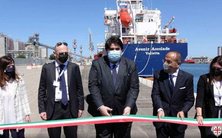 """Sardegna, la prima nave gasiera del Mediterraneo. Solinas: """"Sviluppo per l'Isola"""""""
