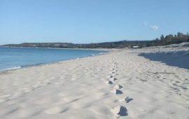 Ogliastra, paura per un bambino: rischia di soffocare in una buca scavata in spiaggia