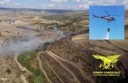 Nuovi incendi in Sardegna in questa domenica afosa: intervengono due elicotteri del Corpo Forestale