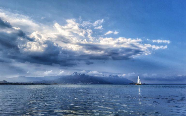 """La foto del giorno. Ogliastra, un capolavoro """"olio su tela"""" dalla spiaggia La Capannina (Arbatax)"""