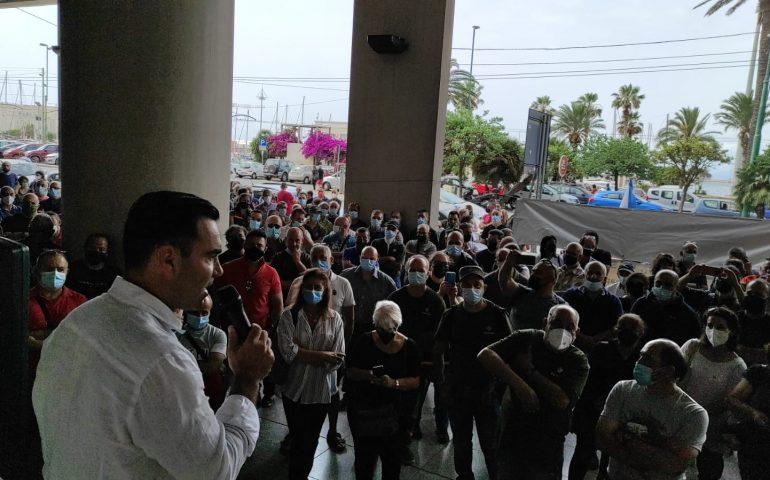 Lavoratori Forestas, da questa mattina due sit-in di protesta a Cagliari. Campagna antincendio a rischio