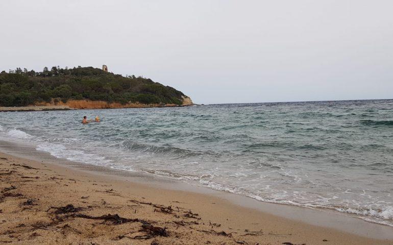 Ogliastra, turista rischia di annegare a San Gemiliano (Arbatax): tratto in salvo dai bagnini
