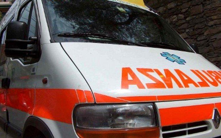 Tortolì, scontro fra un'auto e un camioncino: due persone ferite