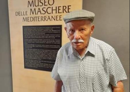Antonio Brundu, il 103enne di Perdas, visita il Museo delle Maschere munito di green pass