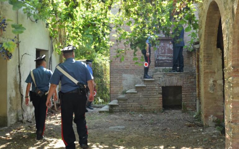 Anni di maltrattamenti, percosse, minacce: anziana madre trova il coraggio di chiamare i carabinieri