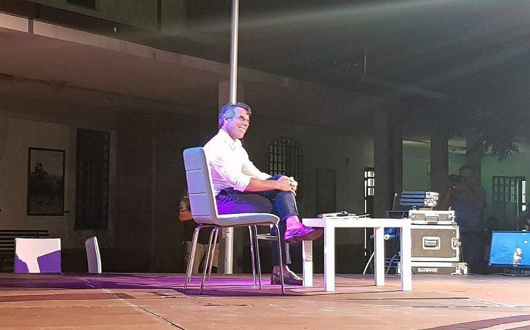Gianfranco Zola strega Tortolì e conquista il pubblico della Pastorale del Turismo