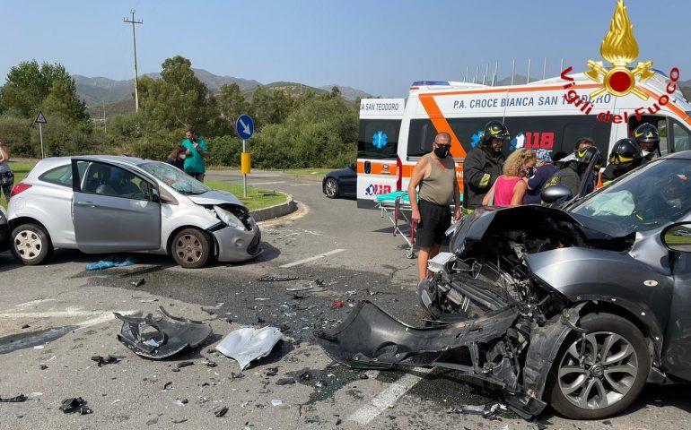 Brutto scontro sulla 125: tre auto coinvolte, diversi feriti