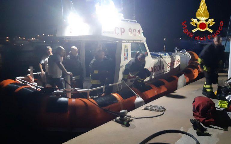 Barca a vela prende fuoco al largo: Vigili del Fuoco e Capitaneria in azione