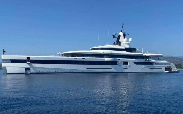 (FOTO) Ogliastra, lo yacht da sogno Lady S del magnate Dan Snyder nella baia di San Gemiliano (Tortolì)