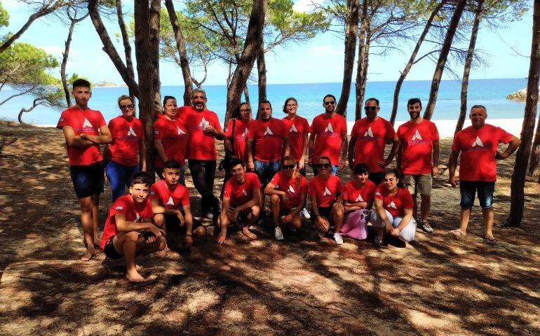 """""""Ripuliamo il mare"""": volontari di ogni età al lavoro alla Capannina"""