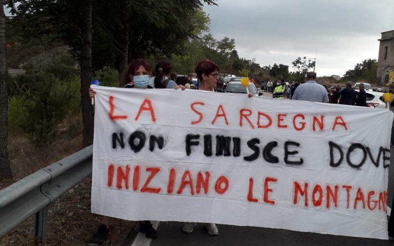 """""""La Sardegna non finisce dove iniziano le montagne"""": Barbagia di Seulo in strada per difendere la sanità"""