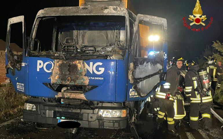 Ogliastra, autocarro in fiamme sulla Statale 125: intervengono i Vigili del Fuoco